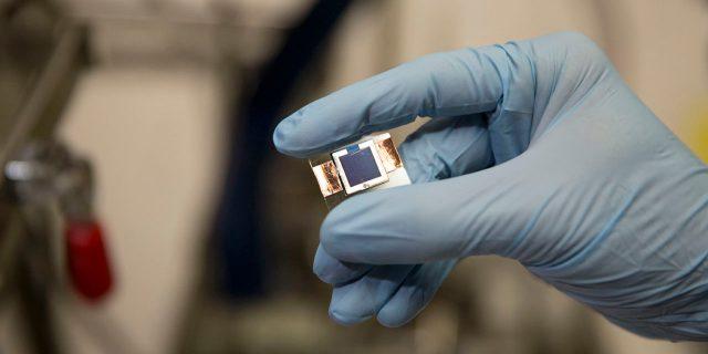 ecee-perovskite-silicon-tandem-cell-pz-0035-w-1280x640