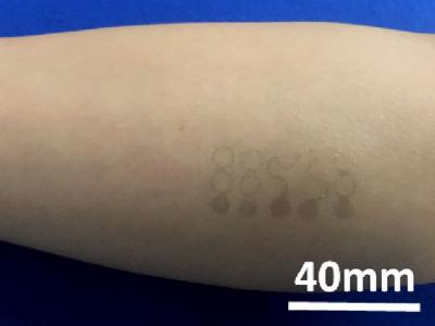 graphene-sensor-tracks-vital-signs-img_assist-400x300