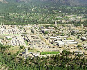 Los Alamos 1200px-Los_Alamos_aerial_view