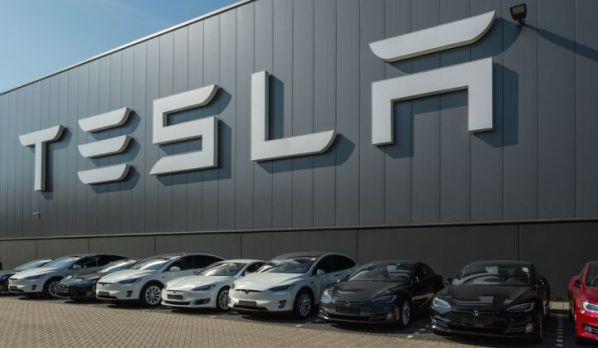 Tesla_ElectricVehicles_XL_721_420_80_s_c1 (1)